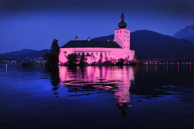 Austria.Lake-Castle-of-Orth