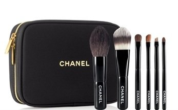 Chanel Holiday 2010 Collection of sic essential mini brushes