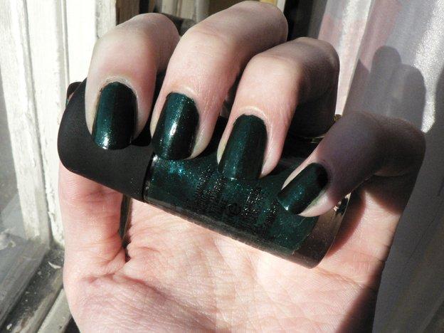 opi-jade-dragon-nails