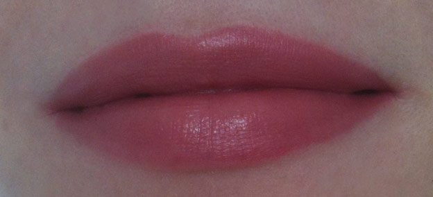 Burberry-Beauty-english-rose-lips