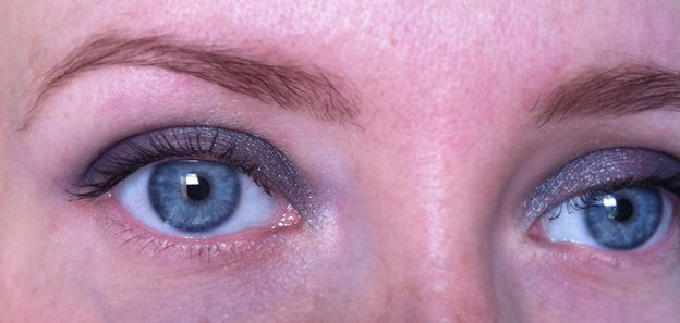 Diorbluetie-eyes-both-swatch