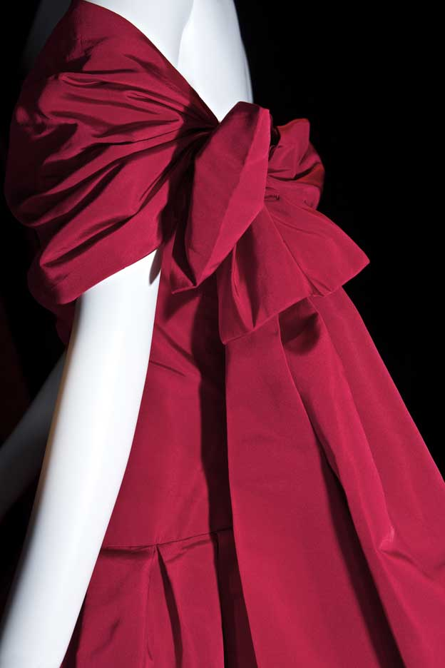 ROBE-ROUGE-DIOR-COLORIS-757_hautes-definitions_D036835
