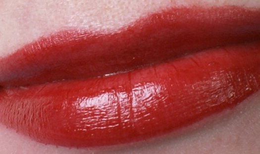ellis-faas-l101-swatch-on-lips--2-beautyinsider