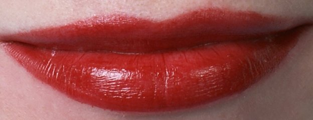 ellis-faas-l101-swatch-on-lips-beautyinsider