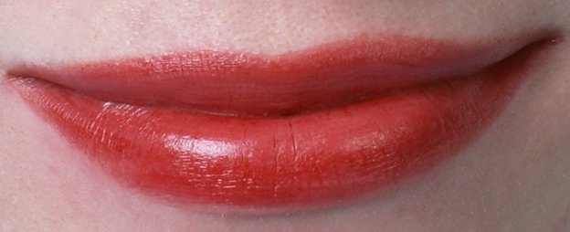 ellis-faas-l201-swatch-on-lips-2-beautyinsider
