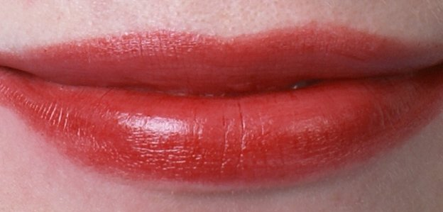 ellis-faas-l201-swatch-on-lips-beautyinsider