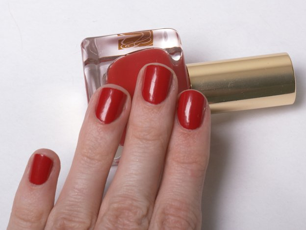 Estee-Lauder-Pure-Red-swatch-4