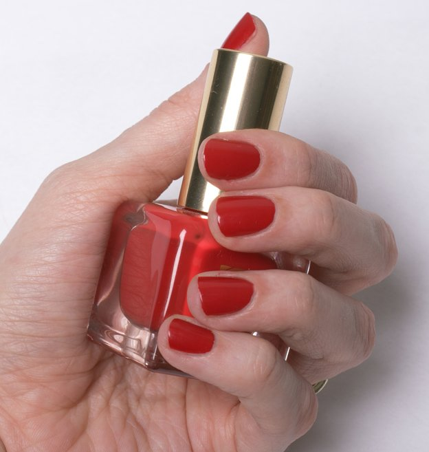 Estee-Lauder-Pure-Red-swatch-5