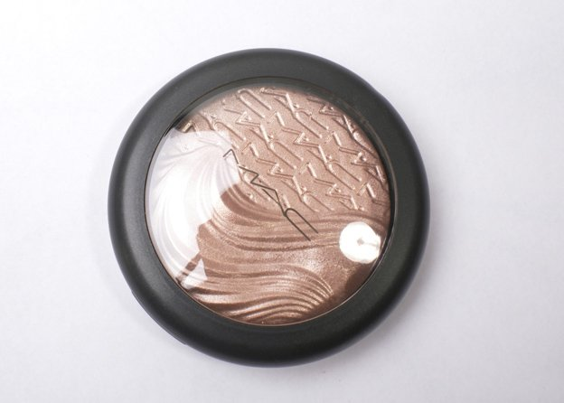 MAC-Extra-Dimension-Skinfinish-Superb
