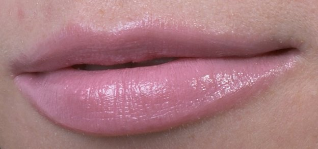 MAC-kissable-lipcolour-enchantee-swatch-lips