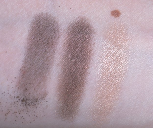 chanel-ombres-contraste-duo-37-sable-emouvant-swatch-handh