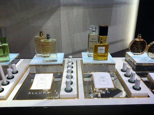 dbb7a8412dc0 Про предстоящее открытие огромного бьюти-бутика Chanel в торговой галерее  гостиницы «Москва» на Охотном ряду мы уже писали, также как писали на  Allure.ru и ...