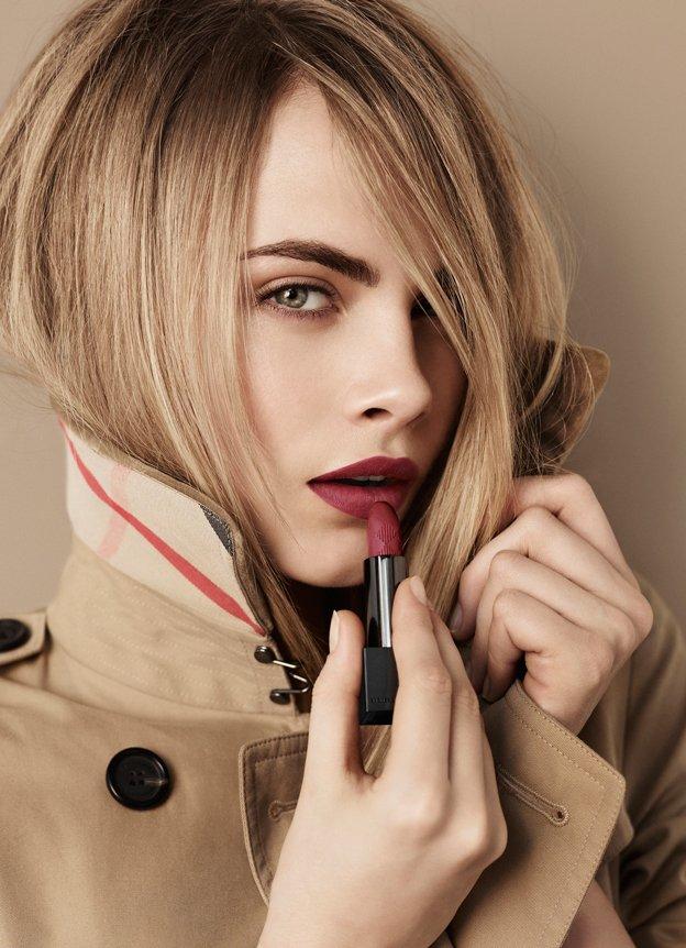 Burberry-Beauty---Lip-Velvet---Cara-Delevingne