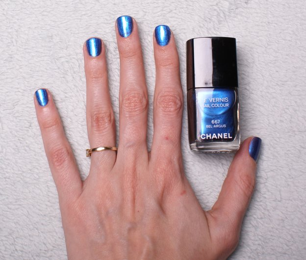 chanel-nail-polish-667-bel-argus-swatch-hand
