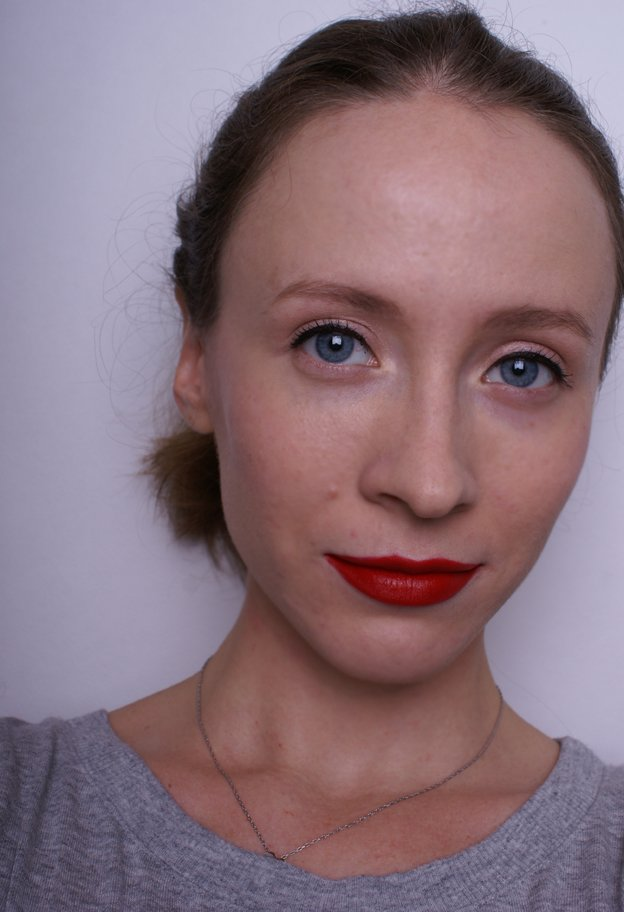 bobbi-brown-creamy-matte-lip-color-red-carpet-swatch-face