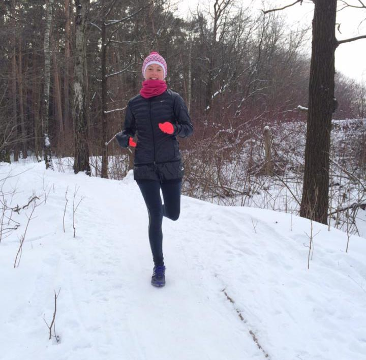 anna-kosova-winter-running