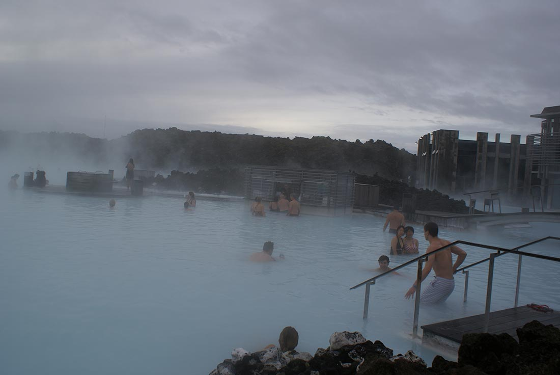 iceland-blue-lagoon-bathing2