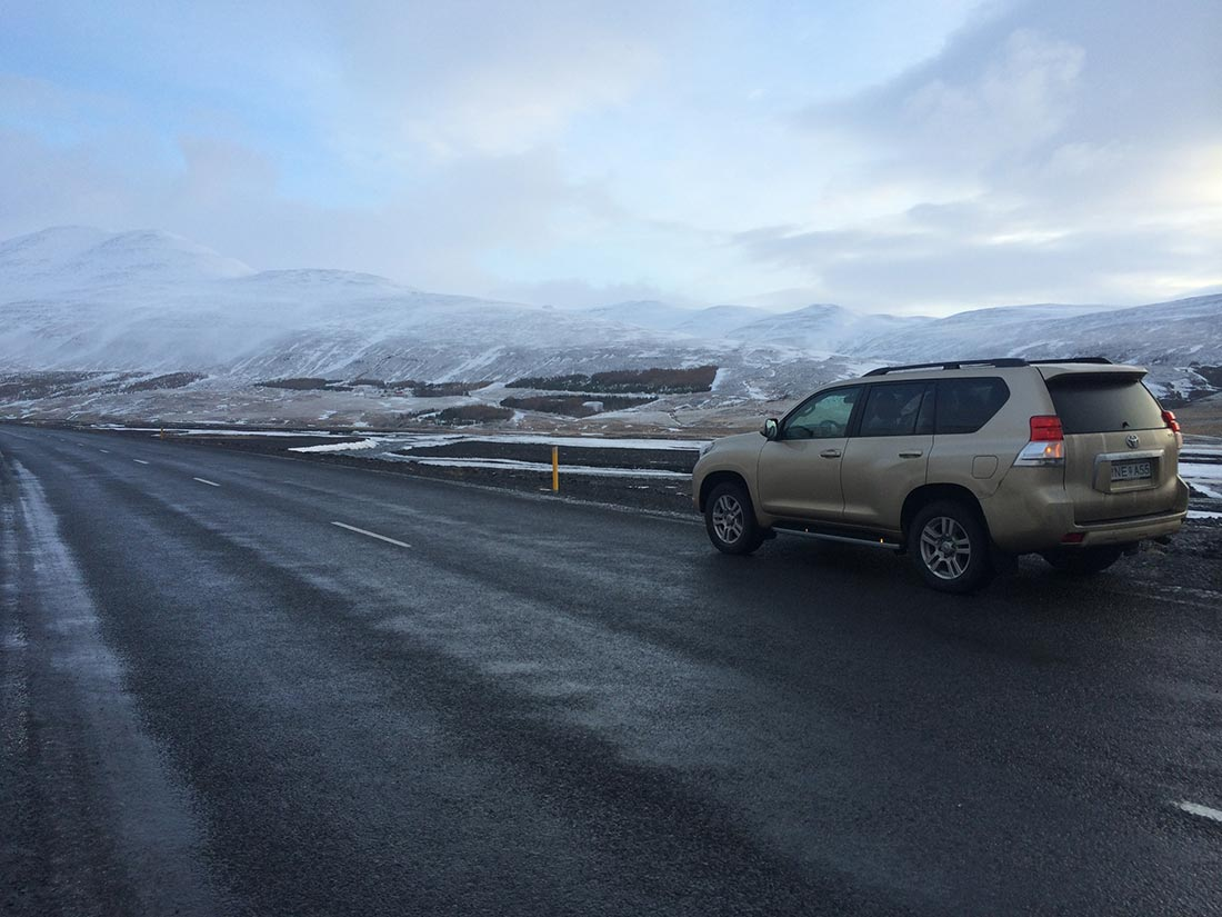 iceland-travel-car