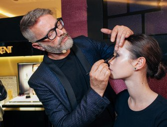 Ллойд Симмондс дал мастер-класс по макияжу на открытии корнера в ЦУМе