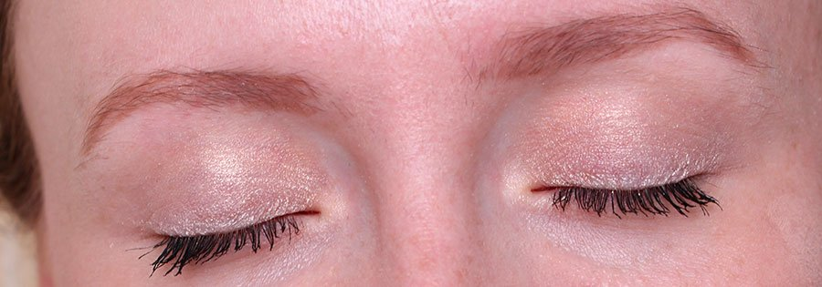 perfect-mono-gold-dust-20-swatch-eyes-closed-dg