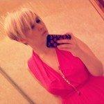 Обновляя понравившуюся стрижку, в декабре изменила цвет с розового на холодный блонд.