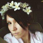 В июне покрасила челку лореалевским hairchalk'ом. Цвет продержался один день, но селфи сделать успела –)