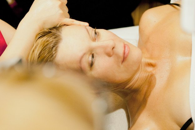 Массаж кости девушки массаж ануса в сексе