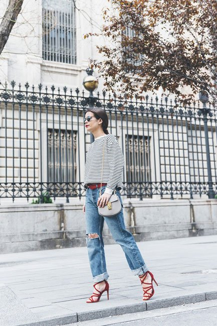 Bandana_Belt-Striped_Sweatshirt-Levis_Vintage-Red_Sandals-Outfit-Chloe_Drew_Bag-Street_Style-Collage_Vintage-7-790x1185