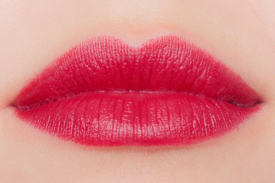 chanel-autumn-2015-rouge-allure-velvet-51-la-bouleversante-swatch