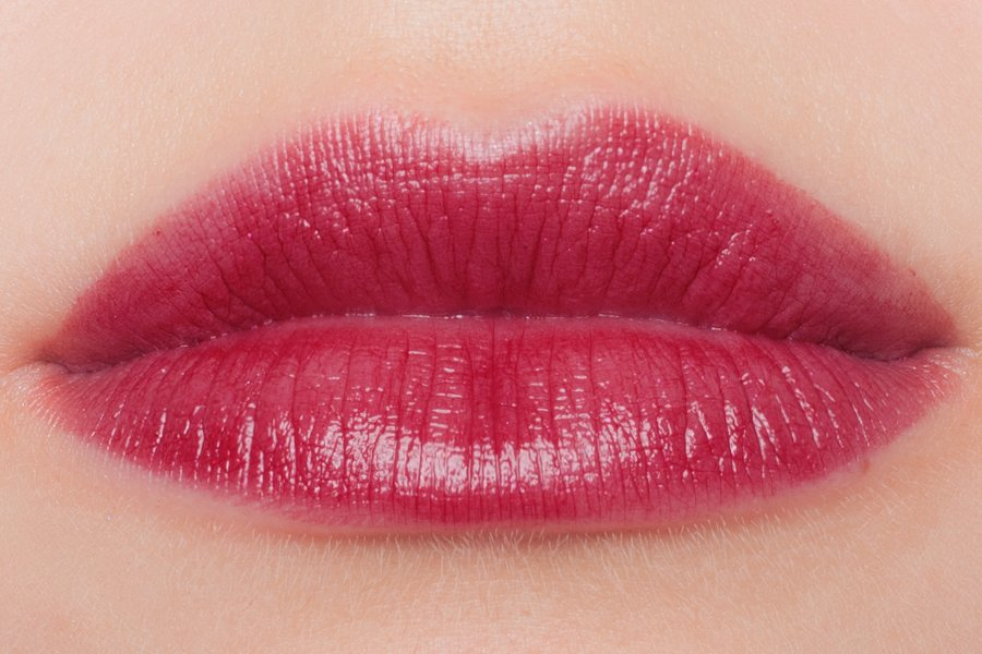 chanel-autumn-2015-rouge-coco-shine-112-temeraire-swatch