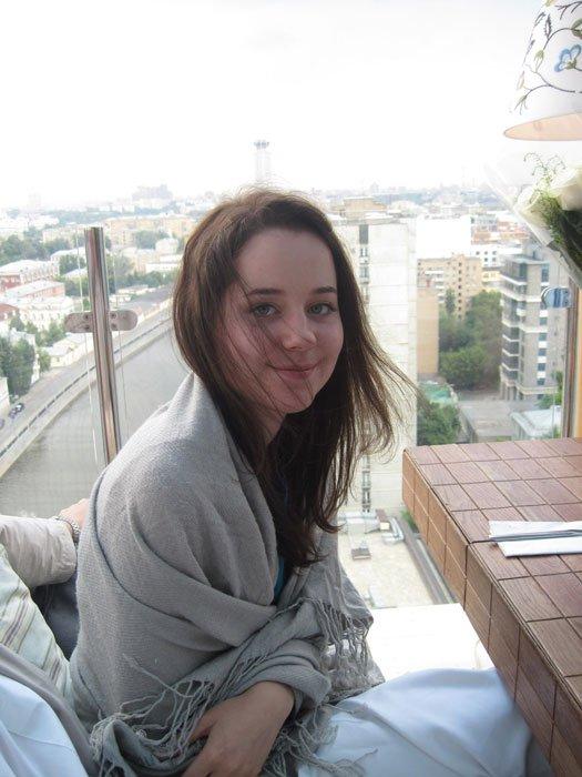 Порно худенькими фотки девушек в лифчиках с длинными русыми волосами минет длинному