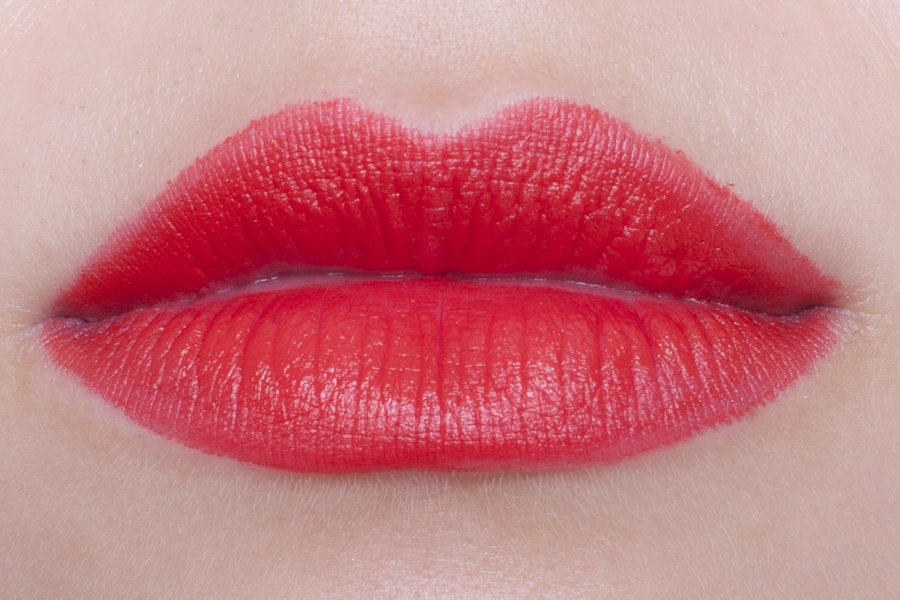 chanel rouge allure velvet 57 rouge feu swatch