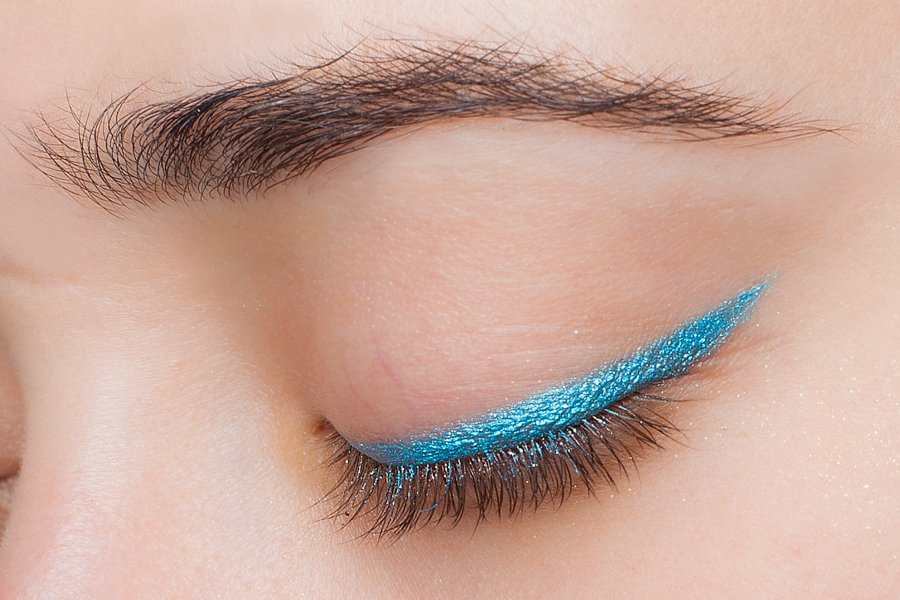 H&M-coloure-essence-eye-pencil-azure-thing-swatch