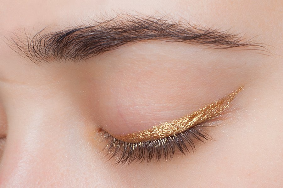 H&M-coloure-essence-eye-pencil-goldie-luxe-swatch