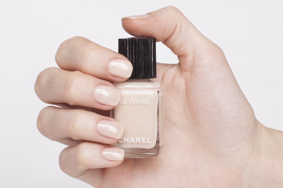chanel 548 blanc white swatch