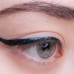 UD-razor-sharplong-wear-liquid-eyeliner-Stree-swatch1