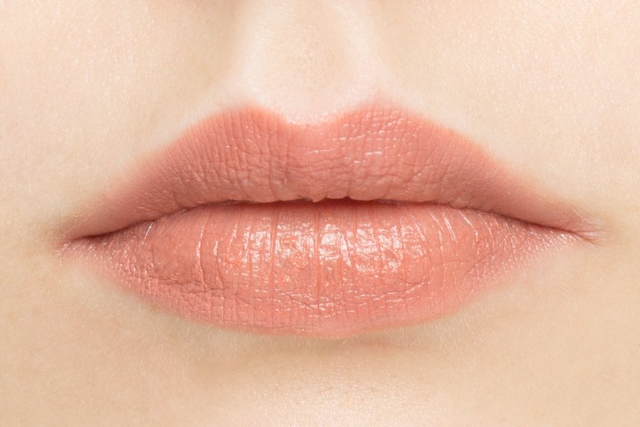 charlotte-tilbury-lipstick-bitch-perfect-lip-cheat-pillowtalk-swatch