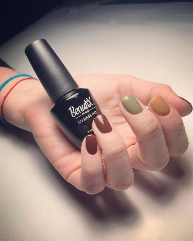 Шеллак и гель-лак — по сути один и тот же тип материала для декора ногтей.