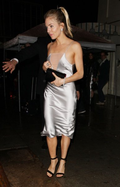sienna-miller-leaves-a-golden-globes-afterparty-in-west-hollywood-01-08-2017_1