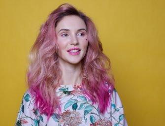 Цветные волосы: Валерия и жизнь в розовом цвете