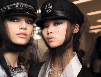Выгода по расписанию: подиумный макияж Chanel и шанс поехать в Париж с «Л'Этуаль»