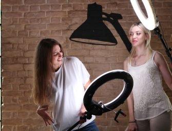 Как выбрать селфи-лампу и организовать зону для макияжа?