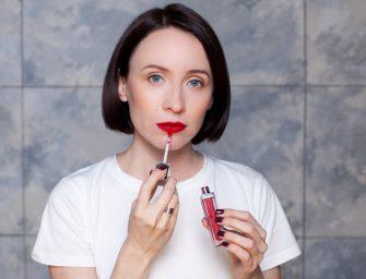 10 лучших жидких красных матовых помад до 1000 рублей