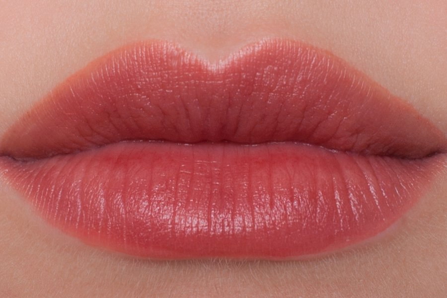 Dior-lip-tattoo-421-swatch